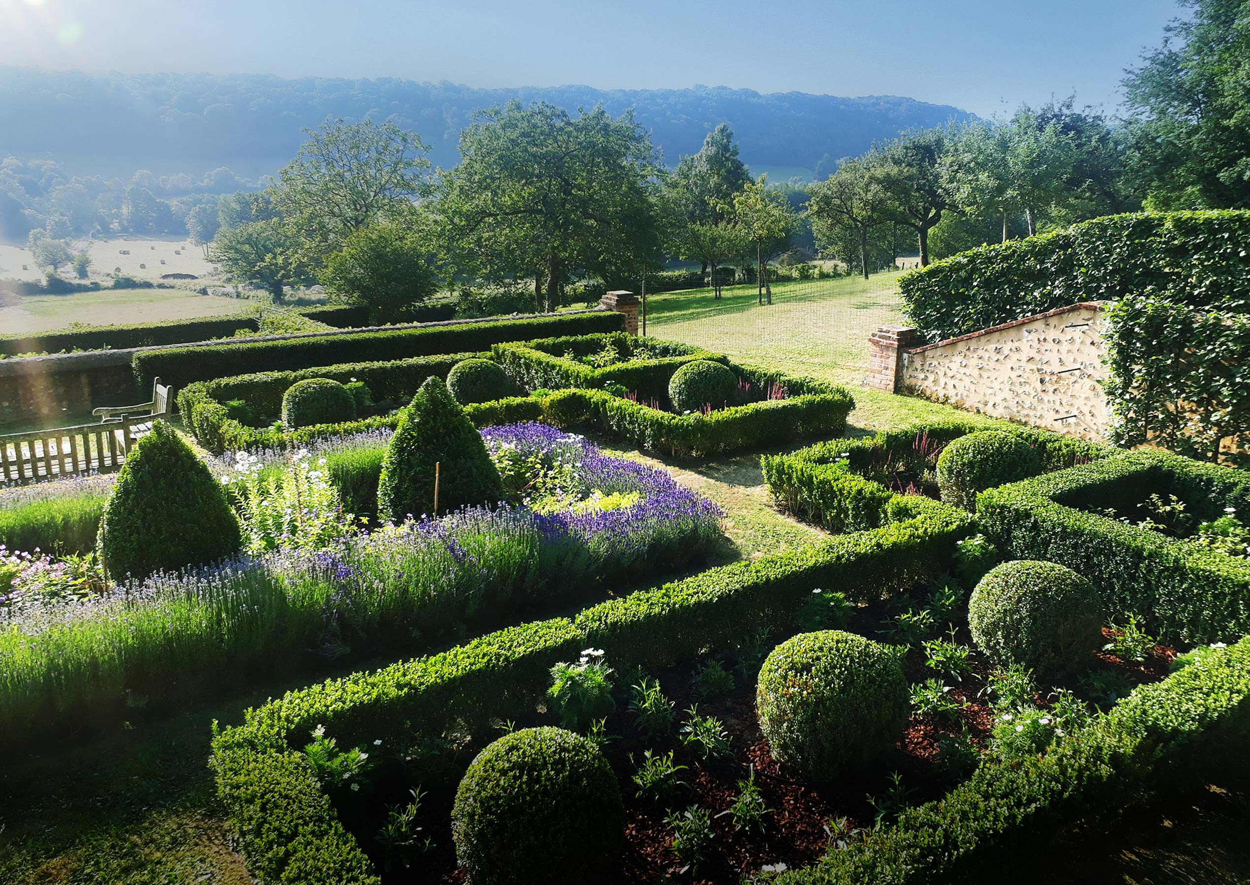 Maïtanne Hunt Gardens & Landscapes - French Walled Garden