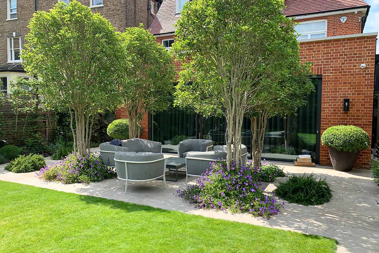 Family garden In Kew outdoor entertainment patio