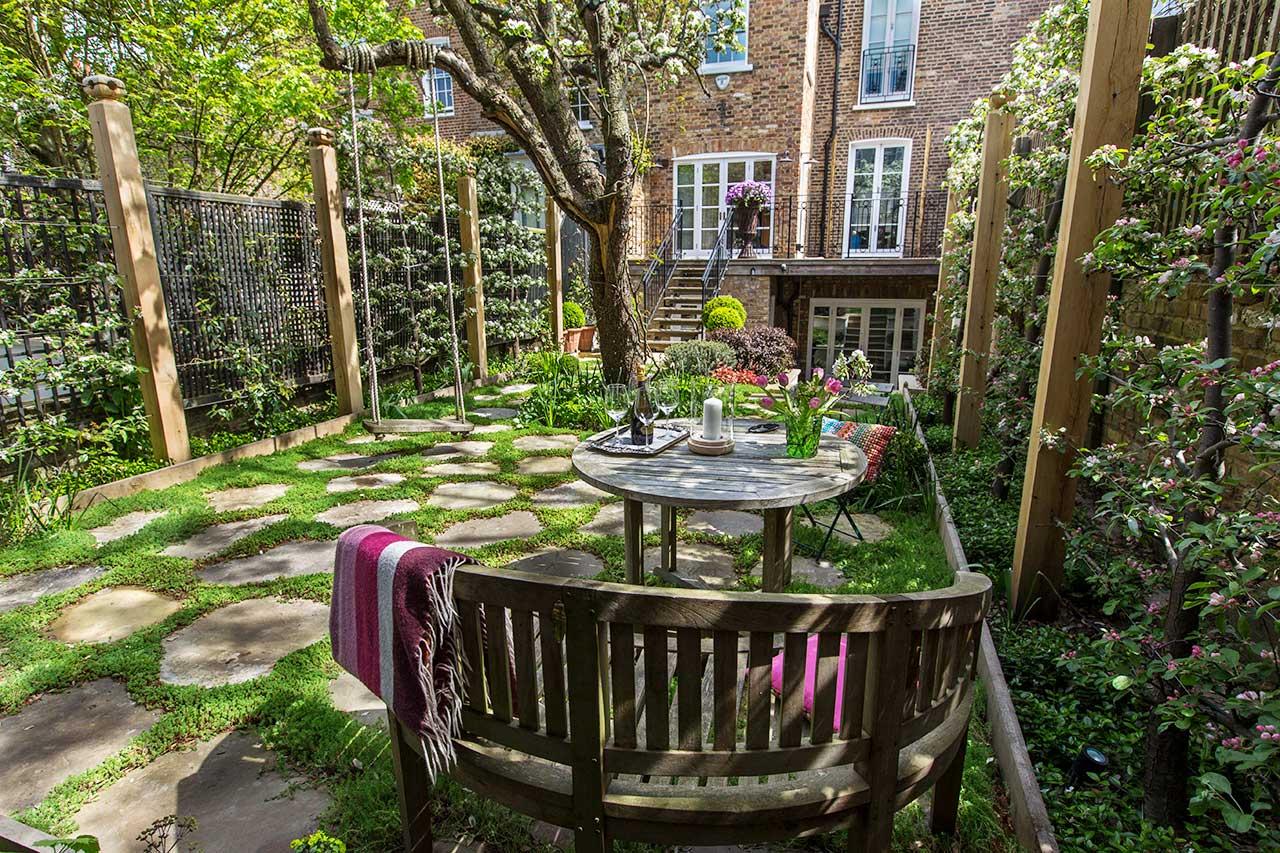Camp Hill Square Back Garden by Maïtanne Hunt